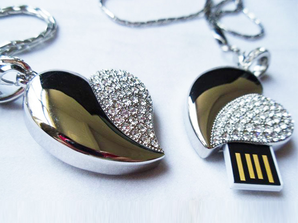 Custom crystal heart shaped usb flash drive